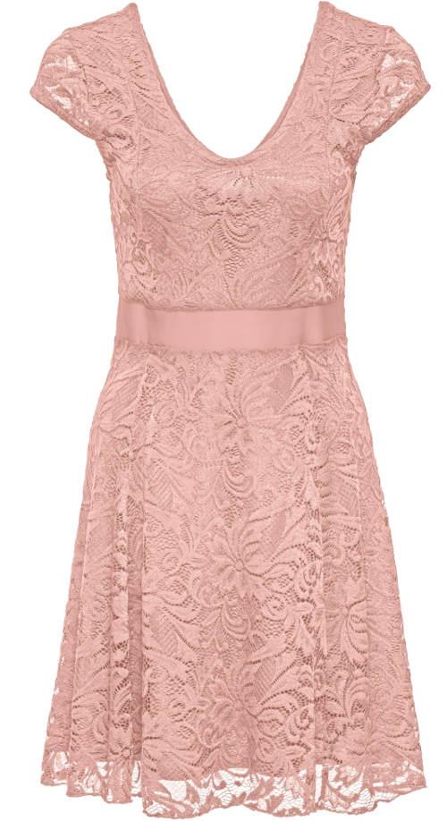 Růžové šaty pro družičky