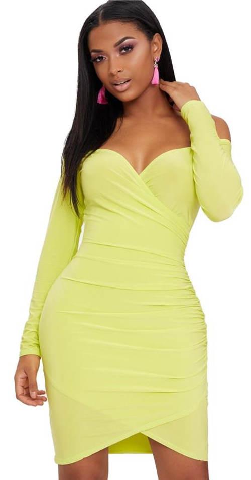 Šaty se spadlými ramínky a překládanou sukní