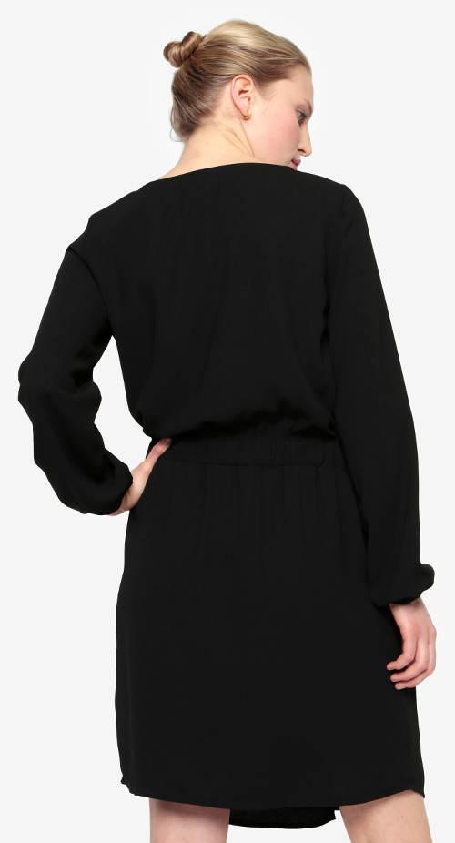 Volné černé šaty