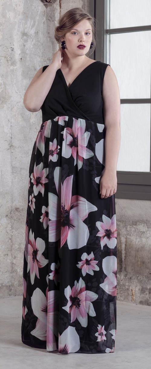 Dlouhé květinové šaty nadměrných velikostí