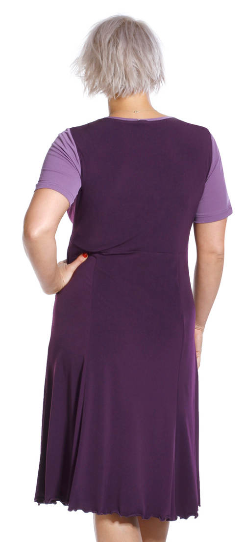 Fialové šaty pro starší