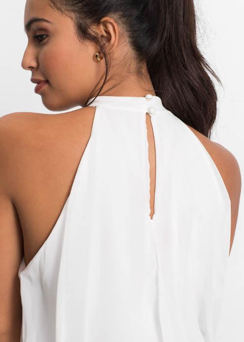 Šaty odhalující ramena
