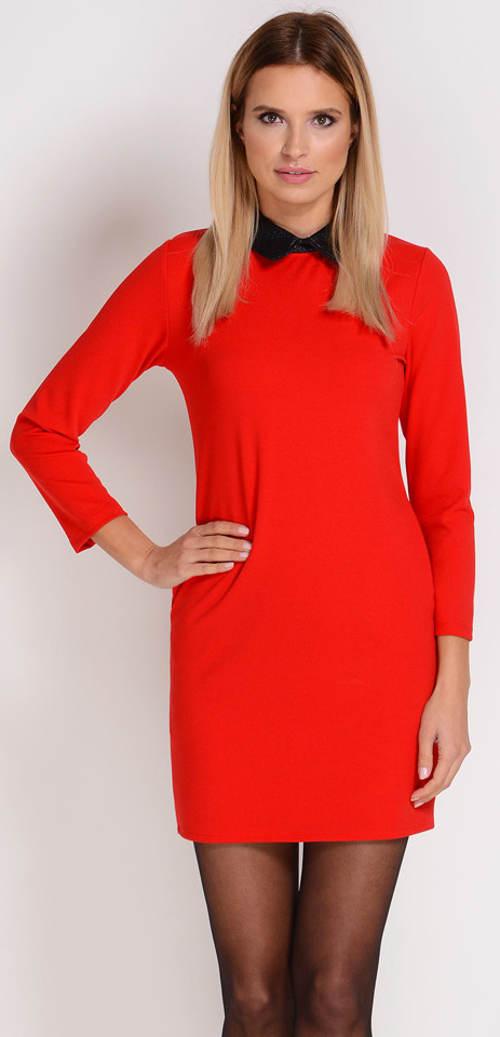 Červené šaty s černým límečkem