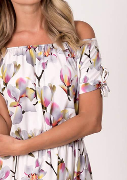 Romantické šaty se spadlými rukávy