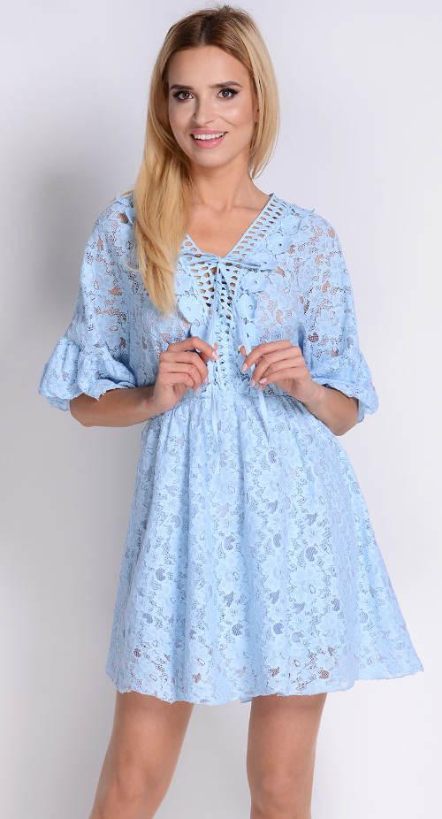 Světle modré krajkové šaty