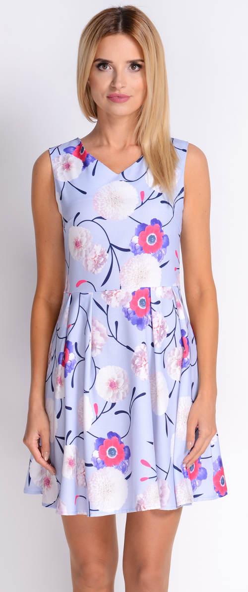Světle modré šaty s květinovým potiskem