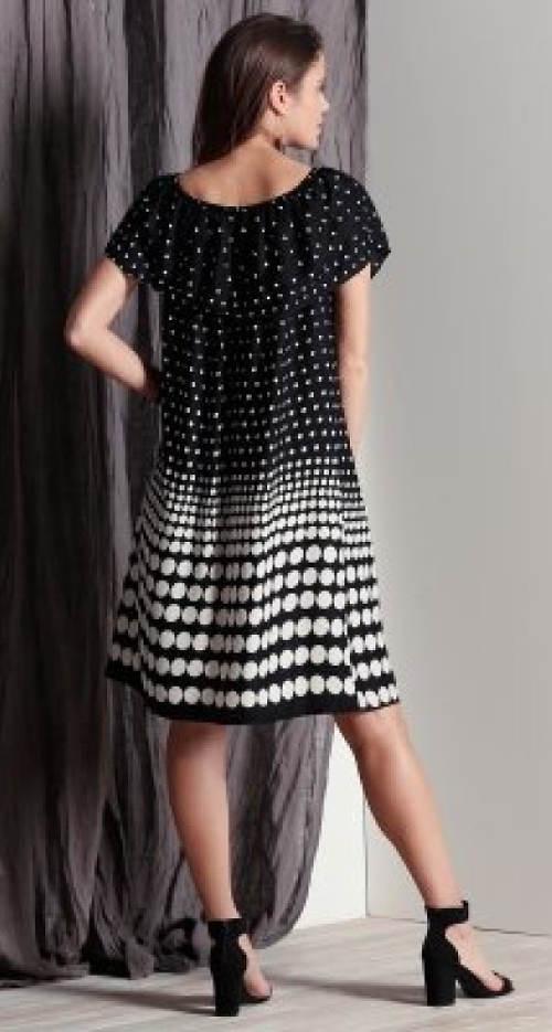 Černobílé šaty s volánem