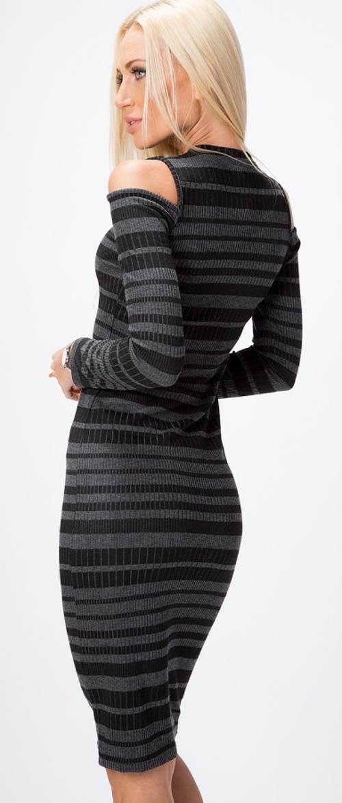 Černošedé pruhované zimní šaty