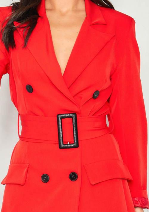 Červené dámské šaty s opaskem