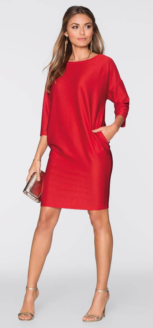 Červené šaty s kapsami