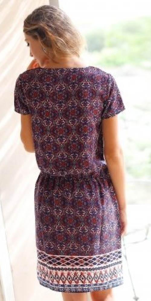 Fialové vzorované letní šaty