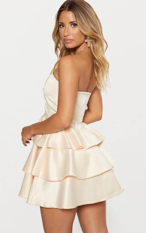 Romantické šaty v barvě champagne