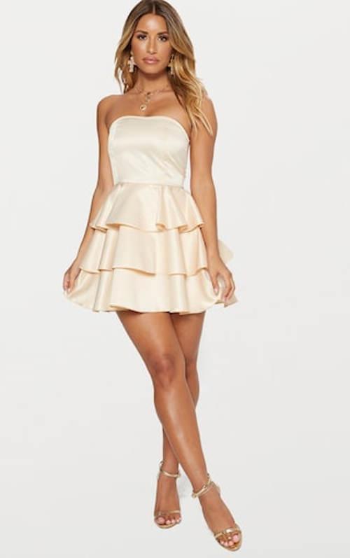 Šaty bez ramínek s volánovou sukní