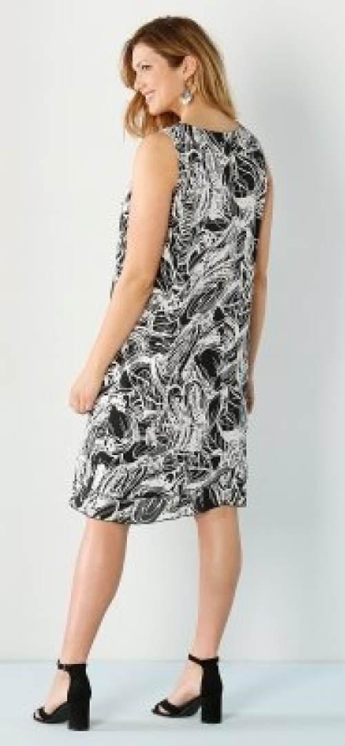 Šaty pro plnoštíhlé lichotivého střihu