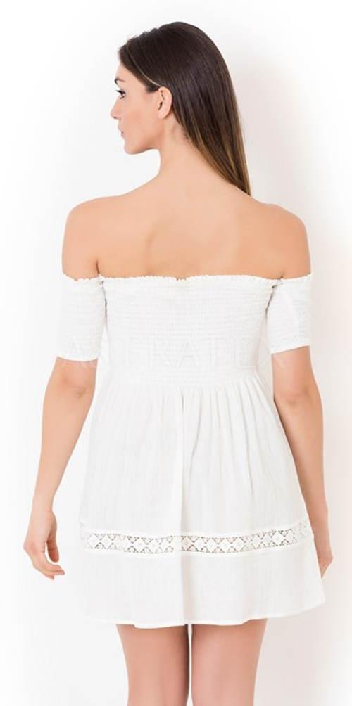 Bílé letní šaty odhalující ramena