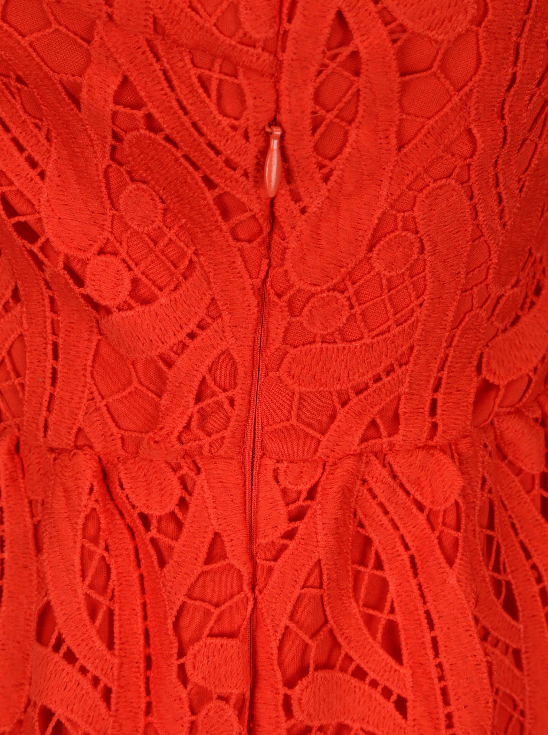 Červená vyšívaná krajka
