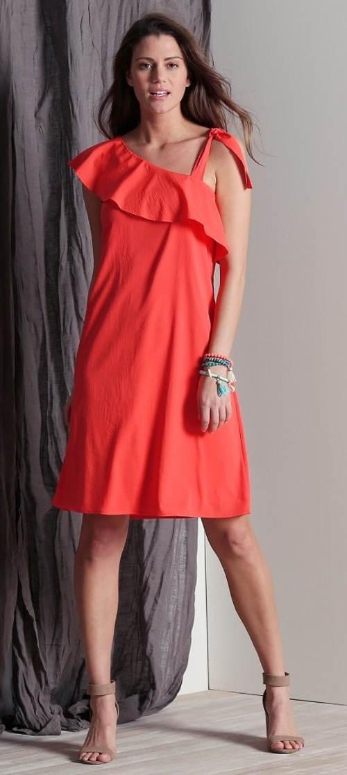 Volánové asymetrické šaty s odhalenými rameny
