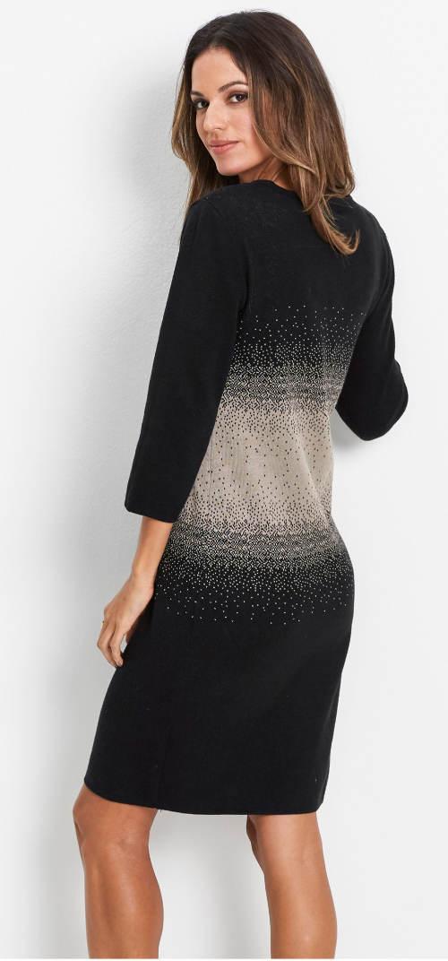 Černobílé šaty ke kozačkám