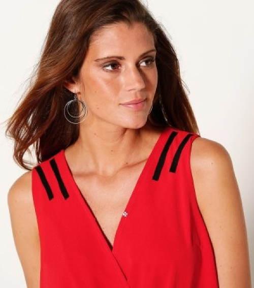 Červené šaty s výstřihem do V