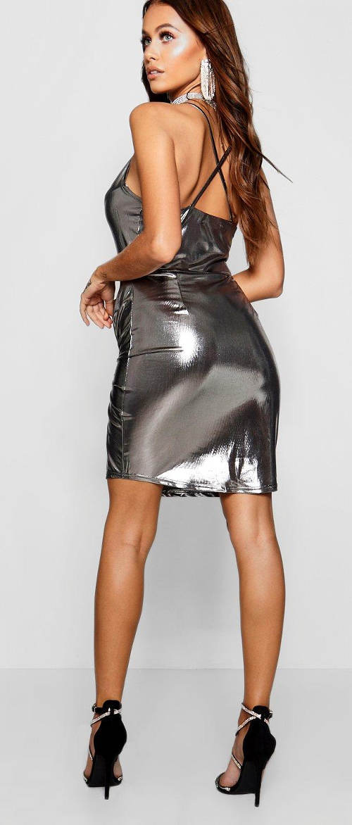 Lesklé metalické mini šaty
