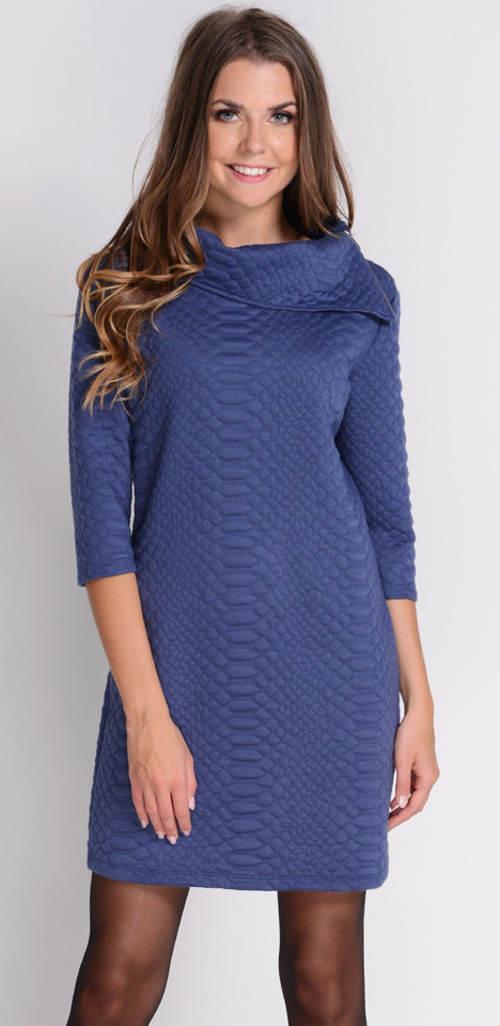 Teplé zimní šaty s velkým límcem