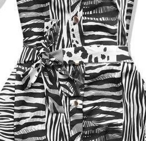 Černobílé zebrované šaty s páskem