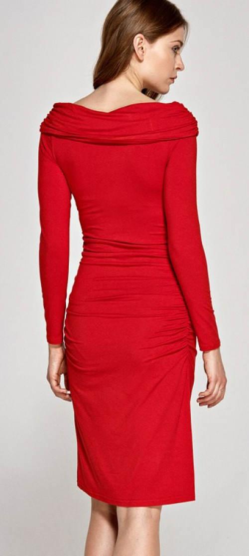 Červené společenské šaty s dlouhým rukávem