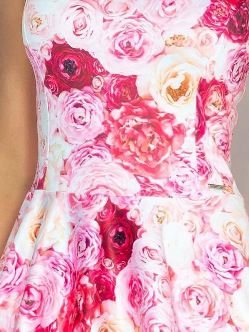 Růžové šaty s motivem růží