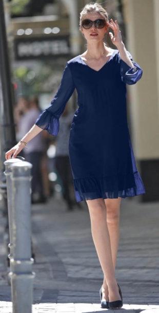 Voálové modré šaty s volány