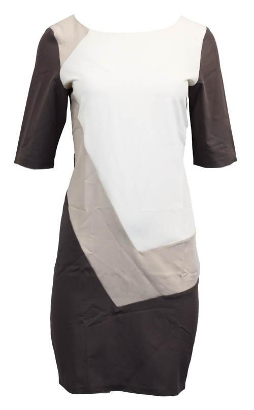 Černo-bílé šaty s geometrickým vzorem