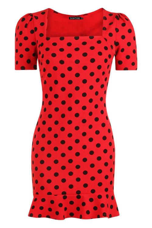 Červené dámské šaty s lodičkovým výstřihem