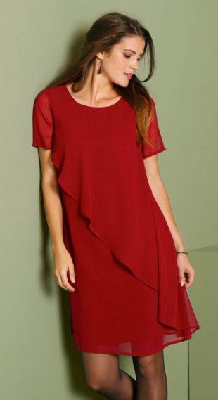 Červené šaty pro plnoštíhlé s asymetrickým volánem