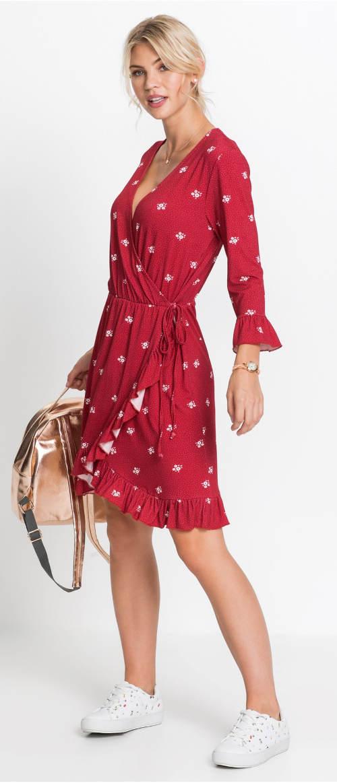 Červené zavinovací šaty s hlubším výstřihem