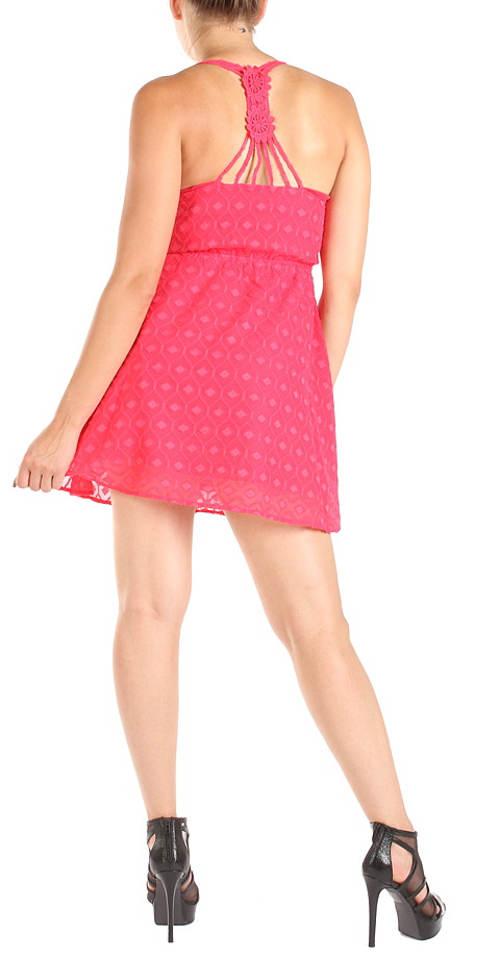Letní šaty s háčkovanými zády