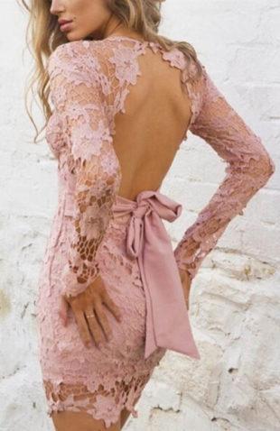 Růžové krajkové plesové minišaty s volnymi zády