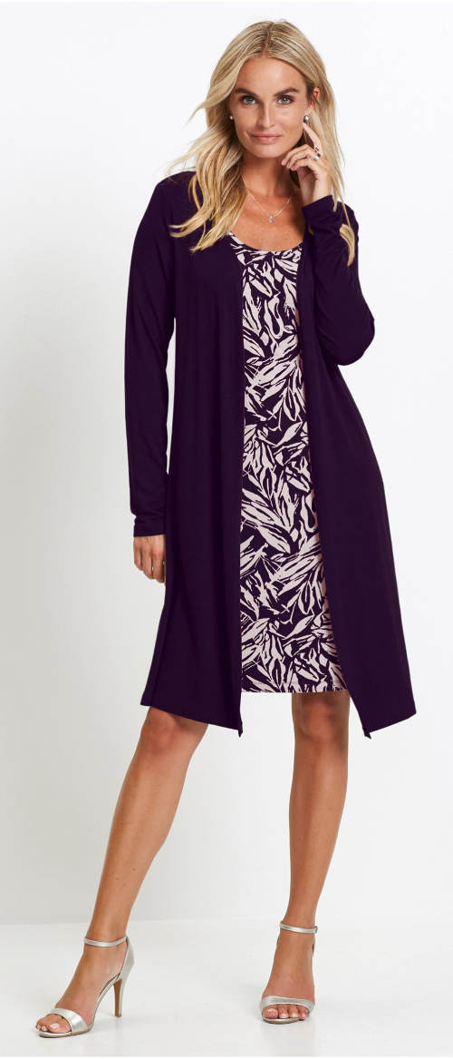 Úpletové šaty v dvouvrstvém vzhledu