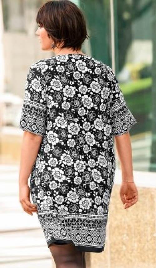 Volné šaty pro baculky
