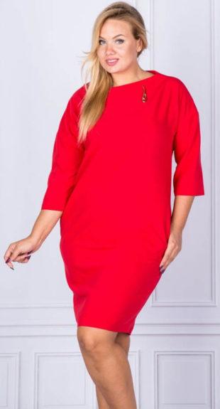Zeštíhlující červené šaty pro plnoštíhlé