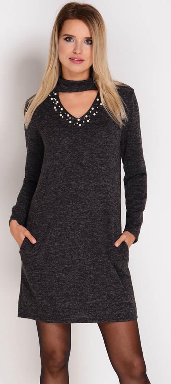 Černé úpletové šaty s perličkami