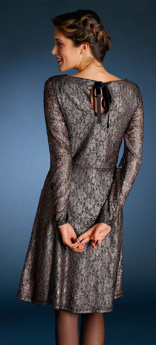 Černozlaté krajkové plesové šaty pro plnoštíhlé