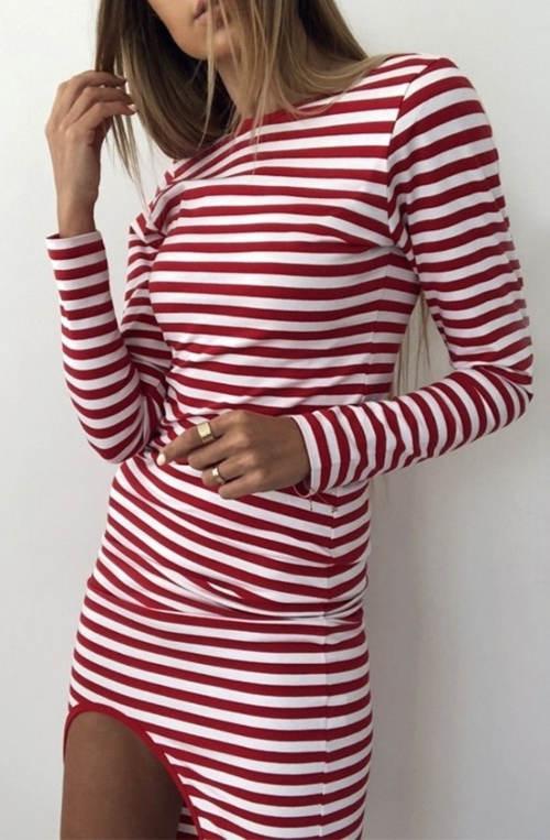 Červeno-bílé pruhované dámské šaty