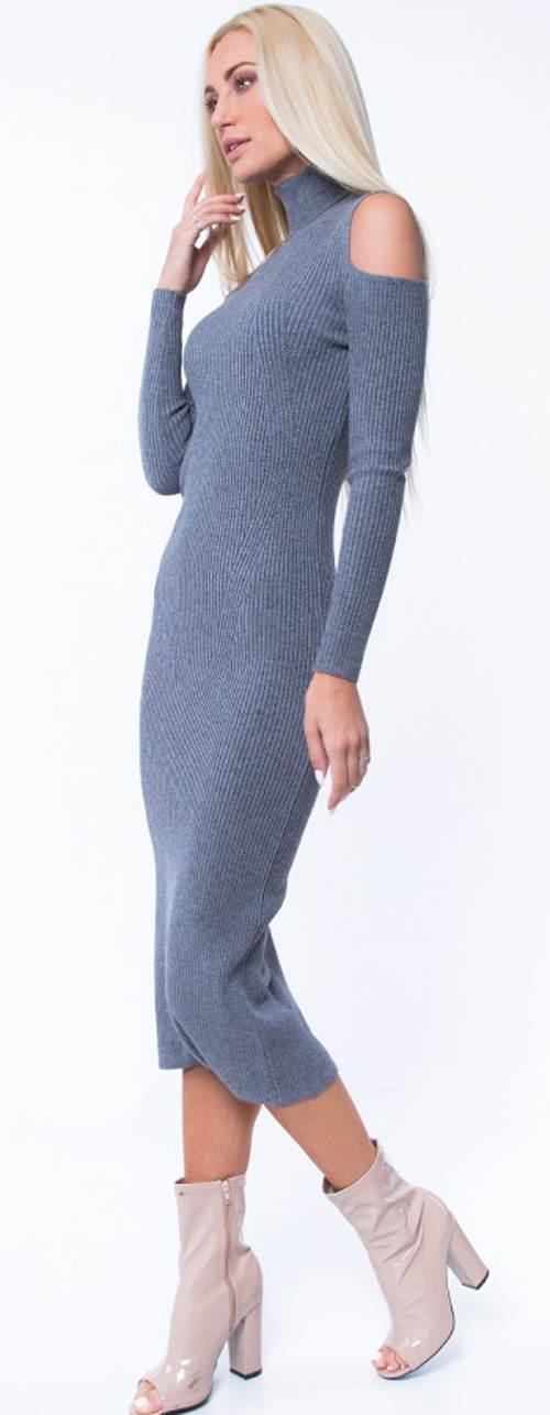 Dlouhé pletené šaty s roláčkem a průstřihy na ramenou