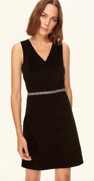 Jednoduché černé ramínkové společenské šaty