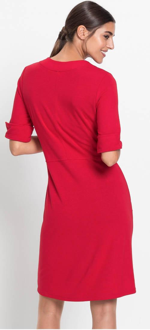Jednoduché červené jarní šaty