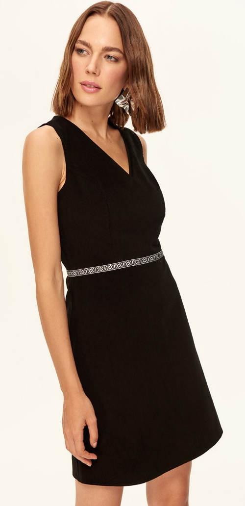 6aa3d5bf8ed7 Jednoduché černé ramínkové společenské šaty. Jednoduché elegantní dámské  šaty