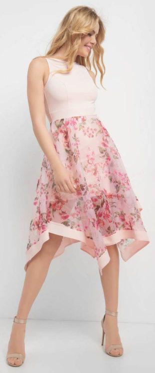 Korzetové šaty s širokou áčkovou sukní