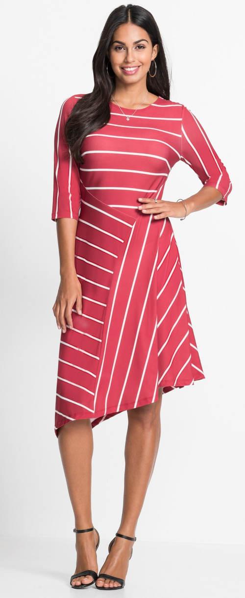 Pruhované asymetrické dámské šaty