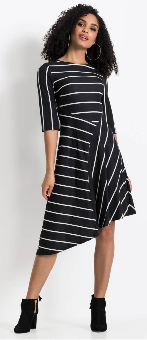 Pruhované černobílé dámské šaty