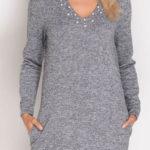 Teplé dámské šaty s módním chokerem