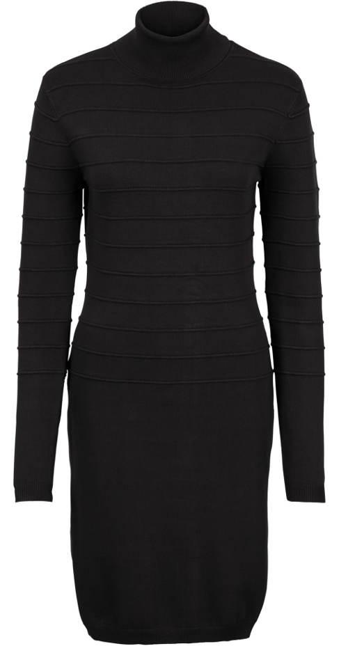 Černé pletené šaty co zahřejí
